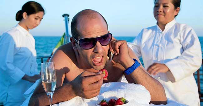 Checco Zalone e in confort della vacanza in yacht