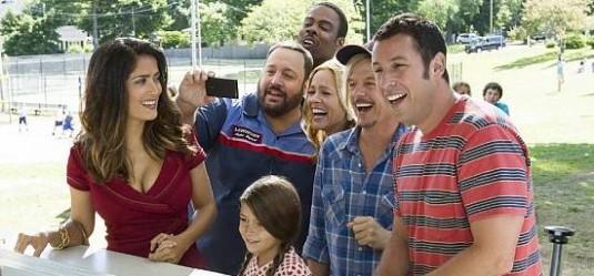 Salma Hayek, Chris Rock, Kevin James e Adam Sandler in Un weekend da bamboccioni 2