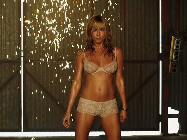 Jennifer Aniston è la spogliarelista Rose