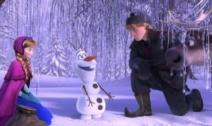 Anna, Kristoff e un incredulo Sven incontrano Olaf