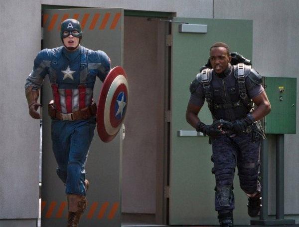 Captain America entra in azione con Falcon