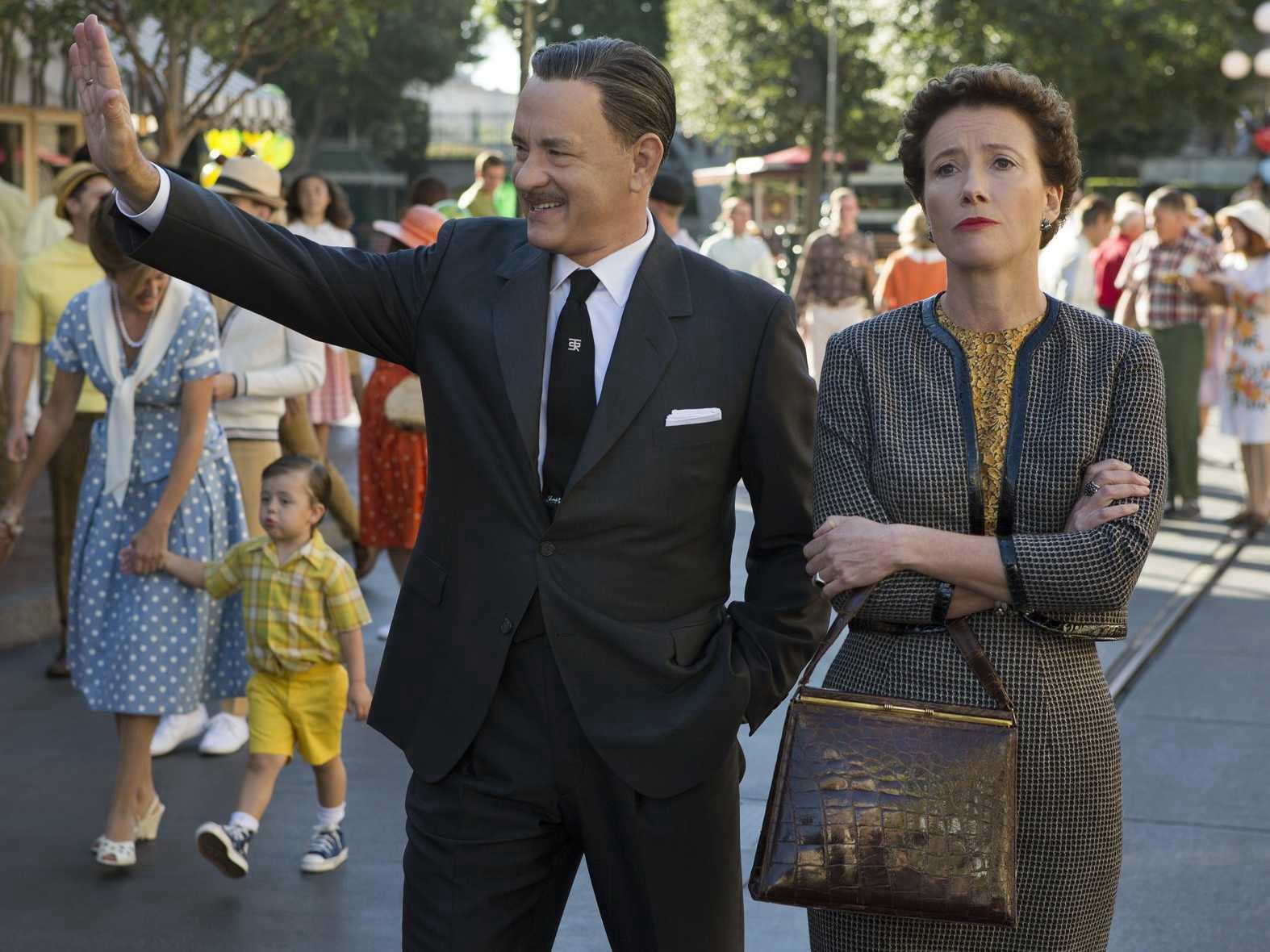 Walt Disney (Tom Hanks) porta una riluttante P. L. Travers (Emma Thompson) a fare un tour di Disneyworld!