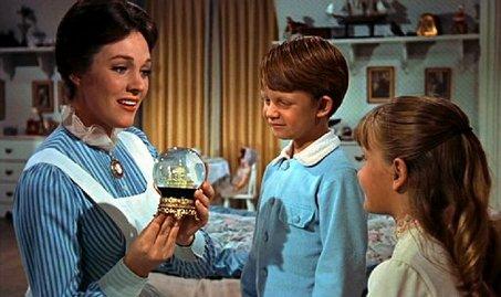 Julie Andrews in una scena del film Mary Poppins