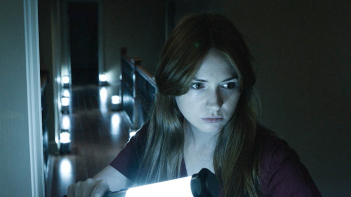 Karen Gillan è Kaylie, alle prese con uno specchio maledetto