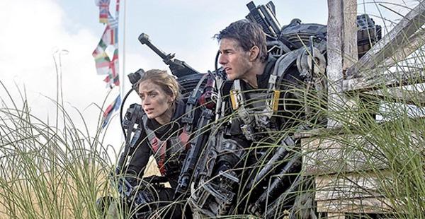 Il tenente Cage e la soldatessa  Vrataski cercano un modo per sconfiggere i Mimics