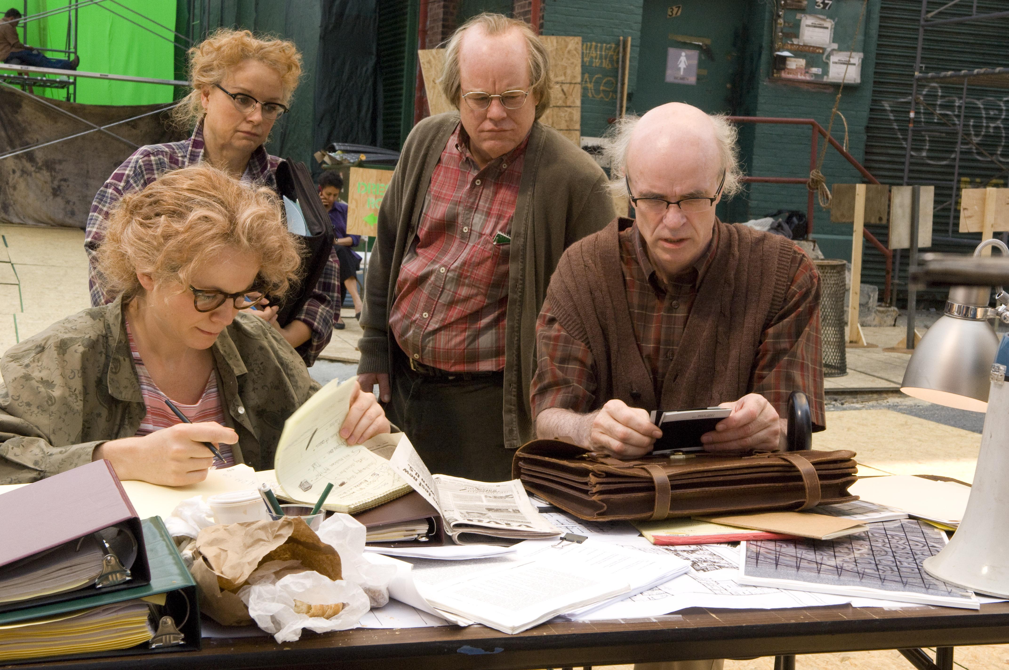 Caden (Philip Seymour Hoffman) e Hazel (Samantha Morton) lavorano alla piéce con gli attori che li interpretano (rispettivamente, Tom Noonan e Emily Watson).