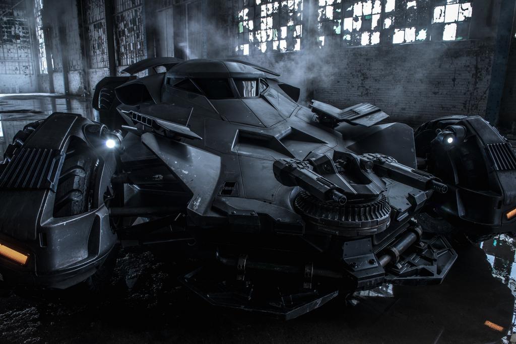 Batmobile_BatmanVSuperman