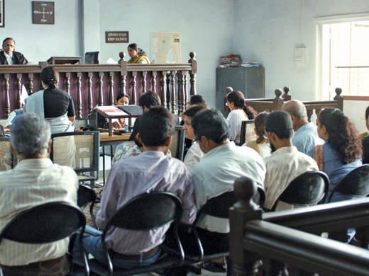 """Immagine tratta dal film """"Court"""" di Chaitanya Tamhane, vincitore del Leone del Futuro"""