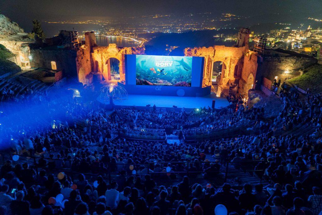 Proiezione di Alla ricerca di Dory al Teatro Antico di Taormina